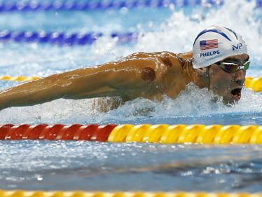 美国奥运名将爱上拔火罐 大赞是