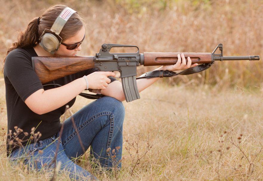 怒射吧美女!妹子据枪动作都那么销魂