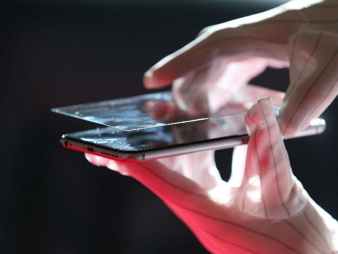 """英媒称中国""""雄心勃勃""""进军智能手机屏幕新市场"""