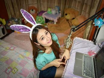 外媒关注靠网络直播谋生的中国年轻人:其实是个苦差事