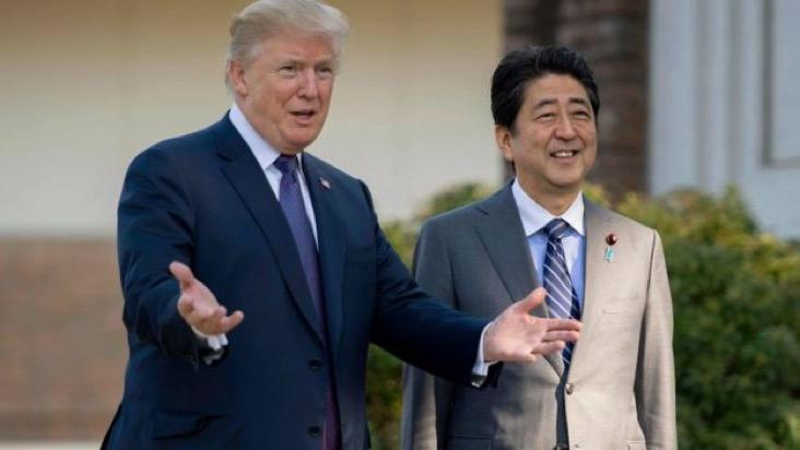 """特朗普和安倍秀亲密:美日关系""""好得不得了"""""""
