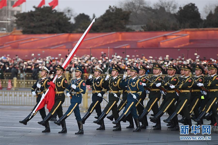 人民解放军首次执行天安门广场升旗任务