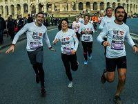 """人们参加""""在罗马开跑""""活动迎新年"""