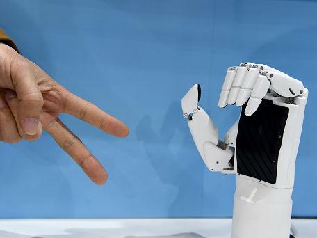 中国军工厂用机器人生产弹药 港媒:生产能力提高两倍