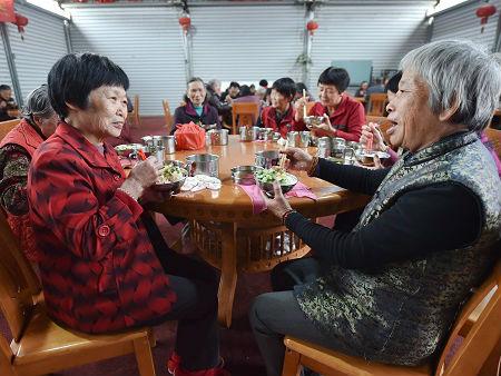 """港媒关注中国老人""""抱团养老""""模式:相互帮助 打消孤独感"""
