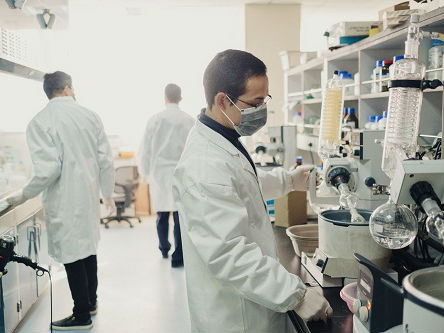 外媒称全球药业迎来中国制造:人才回流 癌症新药审批加速