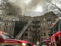 美国纽约曼哈顿一所公寓楼发生火灾 14人受伤