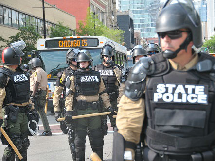 外媒:去年美国近千人死于警察枪下 非洲裔男子占22%