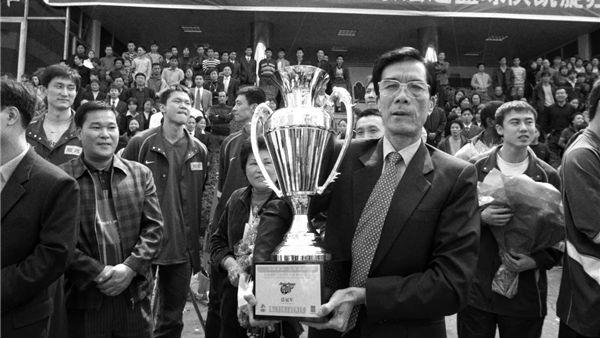 一支球队,一个王朝!广东宏远篮球俱乐部创始人陈林去世