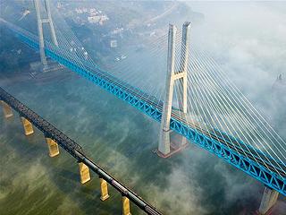 世界首座双层六线钢桁梁铁路斜拉桥在渝落成