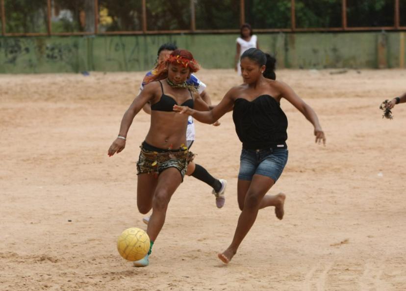 足球的魅力有多大?看看他们的踢球环境你就知道了