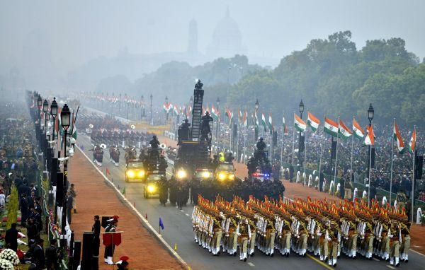 1、 2017年1月26日,在印度新德里,印度士兵参加共和国日阅兵仪式。
