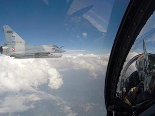这架客机为何被战机