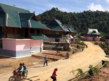 英媒记录中国小村庄脱贫之路:从窝棚一举跃入二层新居
