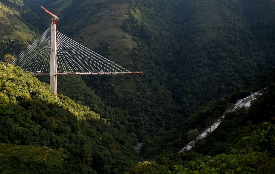 哥伦比亚一在建桥梁垮塌 至少10人死亡