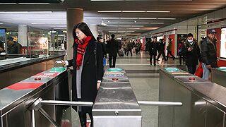 """上海地铁将全网试行""""刷码过闸"""""""