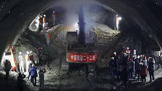 中国高寒地区极高风险高铁隧道贯通