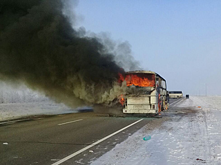 哈萨克斯坦一公交车起火