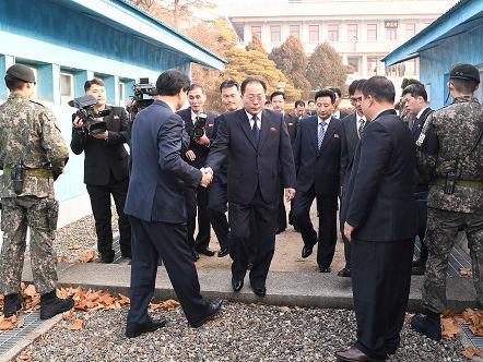 外媒:特朗普再次暗示对朝军事行动 美日韩对朝显现温度差