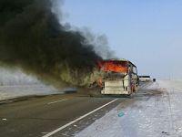 哈萨克斯坦一公交车起火致50多人死亡