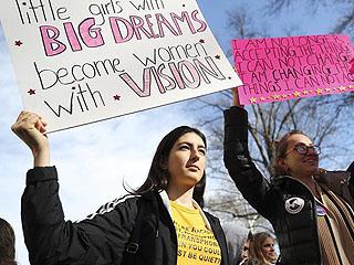 美国各地举行妇女大游行