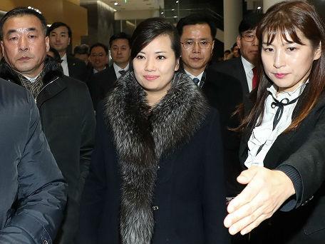 玄松月率朝鲜艺术团先遣队访韩 韩媒:数百市民热烈迎接