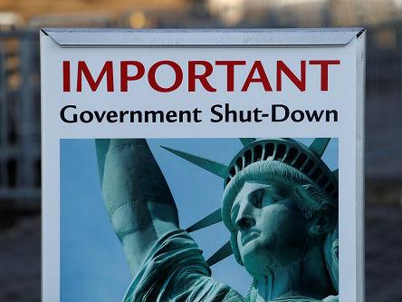 """外媒:美政府关门致自由女神关闭 游客表示""""很失望"""""""