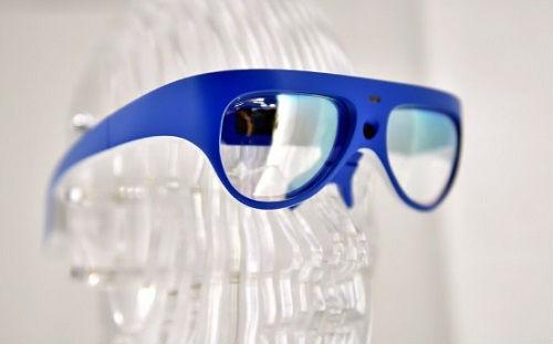 """港媒:""""社交融合""""眼镜让你告别健忘尴尬"""