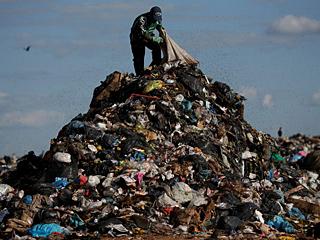最大垃圾场关闭 拾荒者失业