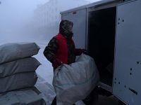 图片故事:极寒中的快递人