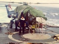 太险!英军直升机被敌机投弹砸掉机头