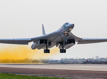 美媒:俄军最新图-160M2轰炸机首飞成功 将配备50架