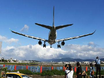 台媒:台当局拒批两岸春节加班机 称要用军机载台商回台