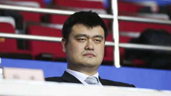 姚明重回上海男篮主场,从老板到主席,他又给CBA签大单了
