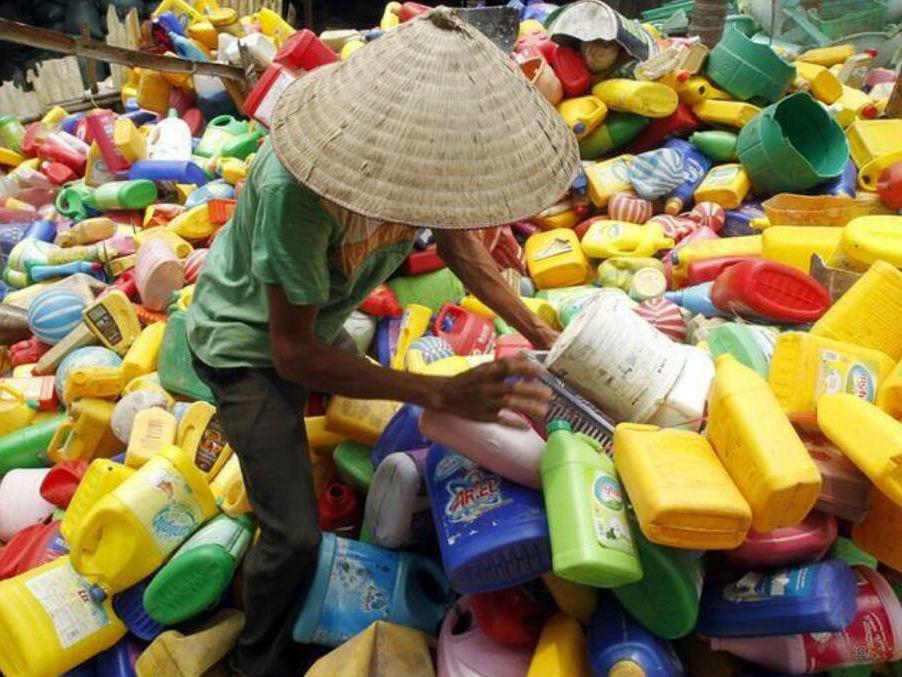 """联合国称中国禁""""洋垃圾""""给富国敲警钟:别总想在海外倒垃圾"""