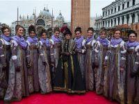 """威尼斯狂欢节举行""""玛丽节""""游行"""