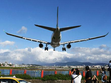 台媒:两岸春节加班机票价暴涨五成 台商称干脆在大陆过年