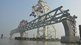"""春节期间不停工,中国工人建造孟加拉国""""梦想之桥"""""""