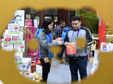 """港媒:中国线上线下消费齐增长 零售商率先提出""""新零售""""理念"""