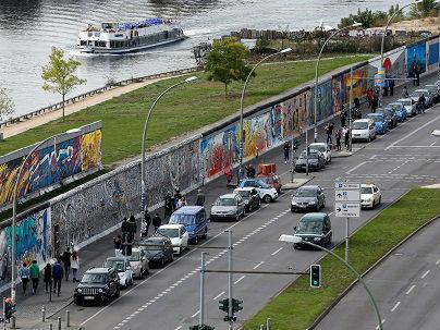 """柏林墙倒塌10316天:曾经的""""无人区""""今变摩天大楼"""
