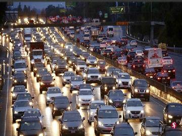 新媒:美国洛杉矶连续6年成全球最堵城市 人均堵车102小时