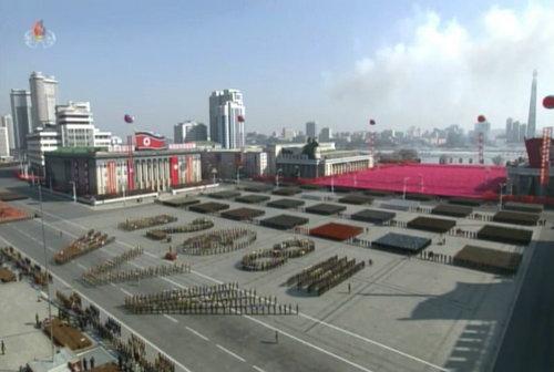 韩联社:消息人士称朝鲜8日上午举行了阅兵式