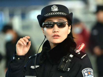 英媒:中国警察戴上人脸识别墨镜 逃犯无处可逃