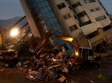 台媒:加籍香港夫妇确认遇难 台湾花莲地震已致12人死亡