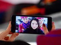 重庆美女用手机记录春运