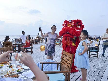港媒:中国外交部提醒游客海外游时注意人身安全