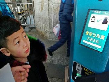 """外媒称中国春运颇显科技范儿:一大波""""黑科技""""集中亮相"""