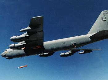 """军情锐评:服役63年仍作战:美B-52连续96小时阿富汗""""反恐""""空袭"""