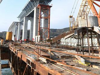 """英媒:中国在""""亚洲百慕大三角""""造大桥 材料可建8座摩天大楼"""