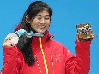 刘佳宇参加颁奖仪式